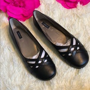 NWOT Array Leather Flats Wide Width